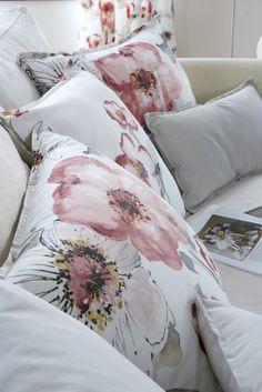 Focus coussins sur le tissu Florentis Rose, Emma Rose et Monaco Stone - Collection Heytens