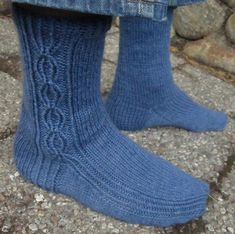Urho continues the series of basic, unisex sock patterns designed for worsted weight yarn. Knitting Charts, Knitting Patterns Free, Knitting Socks, Hand Knitting, Free Pattern, Knitted Slippers, Wool Socks, Lots Of Socks, Blue Socks