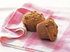 Carrot Bran Muffins - Made with double carrots, no raisins, hemp milk, margarine & capfull of oj rather than rind Heart Healthy Desserts, Healthy Treats, Healthy Heart, Healthy Recipes, Simple Recipes, Healthy Eating, Raisin Bran Muffins, Carrot Muffins, Roasted Banana