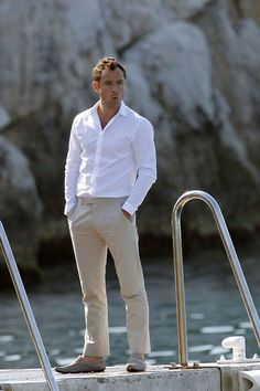 Jude in khakis. Can barely handle this much hotness.
