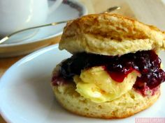 Scones, Hamburger, Pancakes, Breakfast, Ethnic Recipes, Food, Butter, Crack Cake, Cookies