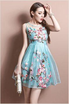 Vestido azul bordado a mão, Keten