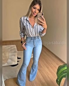 Awesome 45 Best Ideas To Wear Flared Jeans Jean Outfits, Casual Outfits, Summer Outfits, Cute Outfits, Fashion Outfits, Look Star, Look Office, High Waisted Flares, Feminine Style