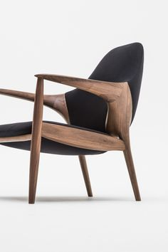 ARMCHAIR - Designer Armchairs from Kunst by Karimoku ✓ all information ✓ high-resolution images ✓ CADs ✓ catalogues ✓ contact information ✓. Walnut Furniture, Cool Furniture, Furniture Design, Dinning Tables And Chairs, Living Room Setup, Low Chair, Contemporary Chairs, Minimalist Furniture, Futuristic Furniture
