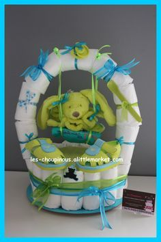Cadeau naissance baptême gâteau de couches garçon balançoire : Décoration pour enfants par les-choupinous Baby Shower Diapers, Baby Shower Favors, Baby Shower Games, Diaper Cake Boy, Nappy Cakes, Baby Shower Centerpieces, Baby Shower Decorations, Diaper Basket, Pamper Cake