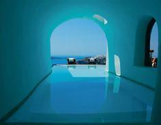 amazing pool in santorini