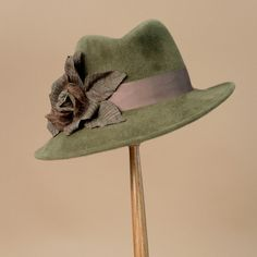 8351DYV Danny, mid-green – Louise Green Millinery