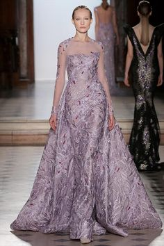 ~ Living a Beautiful Life ~ Tony Ward Couture I Spring Summer 2018 I Lilac mermaid dress with red and lilac silk thread embroideries and an overskirt. Haute Couture Gowns, Style Couture, Haute Couture Fashion, Couture Dresses, Tony Ward, Beautiful Gowns, Beautiful Outfits, Beautiful Life, Elegant Dresses