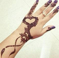 Henna or Mehndi is extensively loved by the woman all around the world. Women decorate their hands and feet with Henna on their wedding and many other occasions. Dulhan Mehndi Designs, Mehandi Designs, Mehendi, Bridal Mehndi Designs, Heena Design, Henna Hand Designs, Latest Arabic Mehndi Designs, Mehndi Tattoo, Henna Mehndi