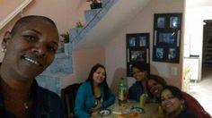 Depois do jantar, um self com elas pra registrar nas redes sociais kkkk...