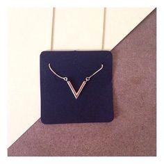 colar v-basic.. um dos clássicos queridinhos 💛 #semijoias #jewelry #style…