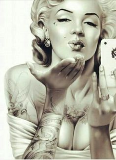 Tattoed Marilyn pin up! Marilyn Monroe Tattoo, Marilyn Monroe Kunst, Marilyn Monroe Wallpaper, Marilyn Monroe Photos, Marilyn Monroe Painting, Digital Foto, Chicano Art, Poster S, Norma Jeane