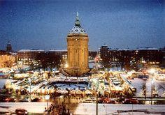 Weihnachtsmarkt am Friedrichsplatz rund um den Wasserturm   Mannheim Germany