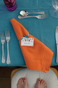 Burnt Orange & Blue Wedding Table Setting. This could be do-able. Just can't make it look gatory!!