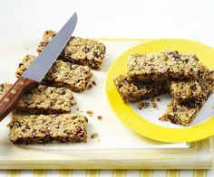 Packed with fruit and seeds, these gluten-free cranberry and honey muesli bars bars are perfect for a morning or afternoon pick-me-up. They're also nut-free, so feel free to add them to the kids' lunch boxes. Healthy Muffins, Healthy Treats, New Recipes, Baking Recipes, Muesli Bars, Lunch Boxes, Nut Free, Food To Make, Seeds