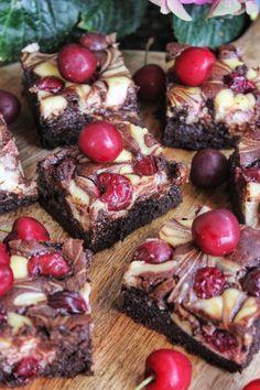 Meggyes-krémsajtos brownie | Ízből tíz Chocolate Desserts, Nutella, Breakfast Recipes, French Toast, Cooking Recipes, Sweets, Baking, Minden, Foods