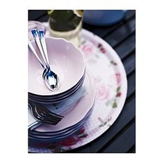 IKEA - ARV, Miska, Servírovací riad predstavuje kombináciu jednoduchého rustikálneho dizajnu a jemných zvlnených okrajov. Vďaka tomu môžete sériu ARV ľahko kombinovať s iným porcelánom, aby ste na vašom stole vytvorili osobité prestieranie.