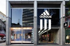 adidas is expanding its reach in New York with a brand new retail store that's set to open in downtown Brooklyn. The new adidas store at Off Spring, Spring Sale, Orlando, Retail News, Retail Interior Design, Brick And Mortar, Victorias Secret Models, Retail Space, Sports Shops