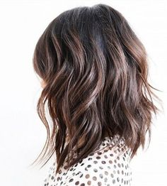 Long bob, wavy with a few layers, and texturized ends. | MINIMAL + CLASSIC