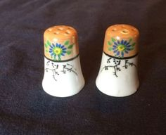 Thimble-salt-and-pepper-shaker-set