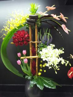 Be original and be yourself. Hotel Flower Arrangements, Tropical Floral Arrangements, Creative Flower Arrangements, Ikebana Flower Arrangement, Christmas Floral Arrangements, Ikebana Arrangements, Beautiful Flower Arrangements, Beautiful Flowers, Deco Floral