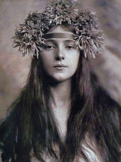 Evelyn Nesbit, age 16, by pioneering female photographer Gertrude Käsebier, ca. 1901.
