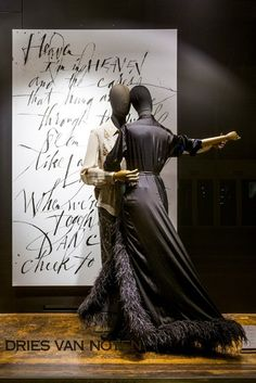 Display Using Articulated Mannequins | The Mannequin Madness Blog