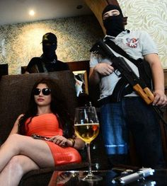 "Kim kardashian look-alike ""The empress of antrax"" leader of a mexican cartel has been blowing up in social medias. This is one look-alike you dont want to mess with. Kim Kardashian Look Alike, Chapo Guzman, Drug Cartel, Pablo Escobar, 10 Picture, Jenifer, Thug Life, Dressed To Kill, Drugs"