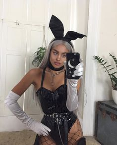 🐇Tell me about your dream last night ☁️🌜 Trendy Halloween, Fete Halloween, Halloween Fashion, Nun Halloween, Halloween Photos, Halloween 2019, Vintage Halloween, Rave Halloween Costumes, Halloween Outfits