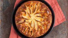 Appel-yoghurttaart zonder suiker. 4 appels 300 g zelfrijzende bloem 1 theelepel bakpoeder 3 eieren 75 ml olie 1 zakje vanillesuiker van 8g 250 ml magere yoghurt