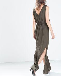 Une robe kaki