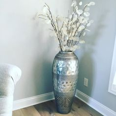 Happy Sunday all! I searched for a while for the perfect silver floor vase for my dining room. I finally found this Antiqued Silver Carved Terracotta Floor Vase from and I'm in love 💕💕💕 Tall Silver Vases, Big Vases, Tall Vases, Large Vases, Tall Vase Decor, Floor Vase Decor, Vases Decor, Vase Decorations, Large Floor Vase