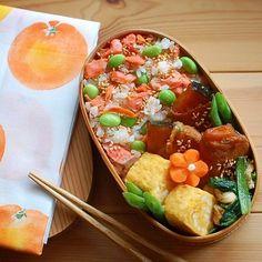 お弁当の詰め方はこれで完璧!人気インスタ動画10選でイチから学ぶ♡ - LOCARI(ロカリ) Vegan Lunch Box, Bento Box Lunch, Food N, Food And Drink, Desserts Japonais, Clean Recipes, Healthy Recipes, Bento Recipes, Snack