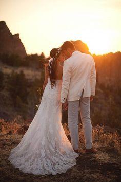 Sunset Wedding at Smith Rock State Park, Oregon | Photo by Nakalan McKay