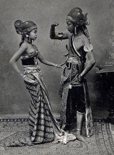Indonesia, Java ~ Indonesian dancers