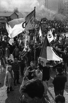 Salambier ( Alger ) 1960 sortie en public des premiers drapeaux algériens