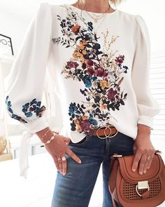 Lovely Bouquet Long Sleeve Top Style:Fashion Pattern Type:Floral Material:Polyester Neckline:Round Neck Sleeve Style:Long Sleeve Length:Regular Occasion:Casual Package Blouse Note: There might be difference accord… Trend Fashion, Fashion Prints, Fashion Tips, Style Fashion, Fall Fashion, Fashion Women, Fashion Hacks, Hijab Fashion, Fashion Online