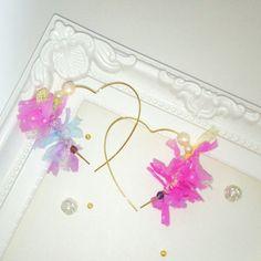 Etsy のFancy yarn heart hoop earrings.+。: pink, cute, kawaii, harajuku, colorful,pearl, reversible, teen, pop, fairykei, j fashion, dreamy(ショップ名:HYPERNIGHTCULTjp)