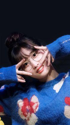 Momorin of my life 😍 Nayeon, J Pop, Kpop Girl Groups, Korean Girl Groups, Kpop Girls, Sana Momo, Twice Kpop, Dahyun, Hirai Momo