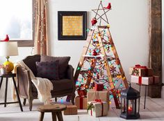 Alternative Christmas Tree Designs Turning Step Ladders into Fun Holiday Decorations Christmas Tree Design, Ladder Christmas Tree, Cool Christmas Trees, Christmas Balls, Xmas Tree, All Things Christmas, Christmas Holidays, Christmas Crafts, Christmas Decorations
