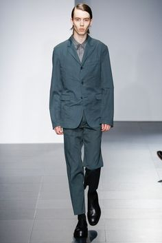 Jil Sander, Look #15 Vogue Paris, Army Coat, Interview, Fashion Show, Mens Fashion, Fashion Styles, Gentleman Style, Blazer Buttons, Jil Sander