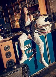 It started when the new Blackpink girls made their debut on BTS… # Fan Fiction # amread Blackpink Jennie, Blackpink Fashion, Korean Fashion, K Pop, South Korean Girls, Korean Girl Groups, Vogue Korea, Blackpink Photos, Blackpink Jisoo