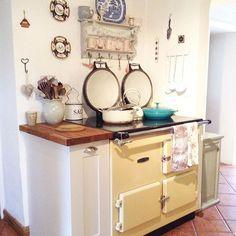 Buon pomeriggio…    Oggi entriamo nello splendido cottage di Katy nello Yorkshire…                                       ...