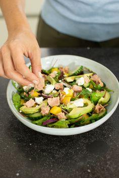 De perfecte zomer salade met tonijn en mango + winactie - Leuke recepten Lunch Wraps, Mango, Cobb Salad, Soup, Pasta, Favorite Recipes, Healthy Recipes, Diet, Vegetables