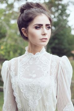 The Free-Spirited Stylings of Maggie May Bridal Vintage Wedding Inspiration Updo with vintage makeup Wedding Makeup, Wedding Bride, Wedding Gowns, Dream Wedding, Wedding Day, Bridal Makeup, Wedding Blog, 1970s Wedding Dress, Wedding Updo