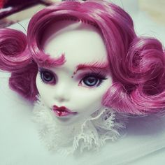 """211 Likes, 5 Comments - 阿布 (@molly_927) on Instagram: """"#monsterhigh #repainted #ooakdolls"""""""