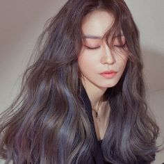 The Top Hair-Color Trends in Korea for 2019 According to Pros Hair Color Streaks, Hair Color Purple, Hair Color Balayage, Brown Hair Colors, Pink Hair, Ash Blue Hair, Balayage Asian Hair, Two Color Hair, Hair Color For Women
