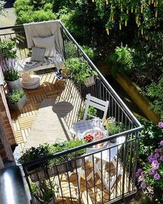 45 Awesome Small Balcony Ideas For Apartment - Outdoor Rugs On Deck Condo Balcony, Tiny Balcony, Small Balcony Decor, Apartment Balconies, Cozy Apartment, Balcony Design, Small Patio, Balcony Ideas, Balcony Decoration