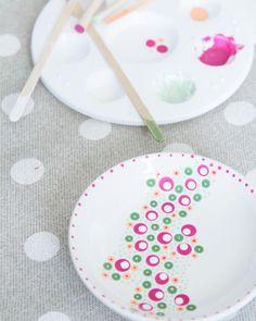 Gerelateerde afbeelding Dot Art Painting, Mandala Painting, Pottery Painting, Ceramic Painting, Painted Plates, Hand Painted, Painted Ceramics, Ceramic Plates, Crackpot Café
