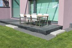 UrbanVilla graniittinen porrasaskelma helpottaa kulkua terassille. http://www.rudus.fi/pihakivet
